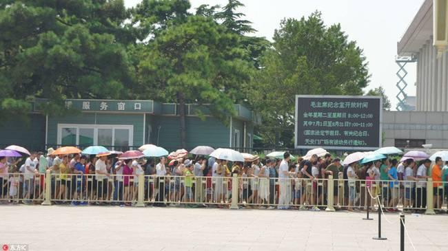 bei-jing-mao-zhu-xi-ji-nian-tang-hui-fu-kai-fang-can-guan-zhe-pai-chang-long-04